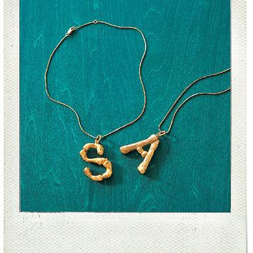 5.セリーヌのアルファベットペンダント