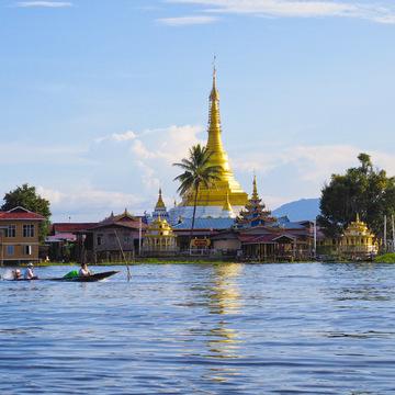 <ミャンマーの旅>こんな所にパゴダ(仏塔)驚きのインレー湖(インレー湖-①)