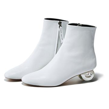 """コートは""""ホワイトシューズ""""合わせで旬度の高い足元を演出!<靴でちょっとだけ攻める冬スタイル>"""