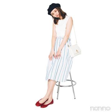 爽やかストライプスカートを黒・白・赤小物でフレンチガールな気分に【毎日コーデ】