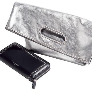 大人にぴったりの上品なスタッズ。J&Mデヴィッドソンのバッグと財布