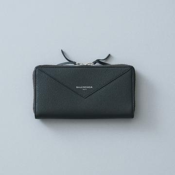 2. バッグで人気の「ペーパー」ラインのモダンなフェイスをお財布に