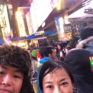 タイムズスクエアの規制エリアでなくてもミッドタウン内はすごい人でした。天気も悪くて・・・傘をさすことができないほどの沢山の人なので、ずぶ濡れです。ちょっと出歩いただけで、疲れちゃいました。