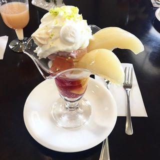 山梨に行ったら絶対食べたい!ピーチカフェなかにしの絶品パフェ