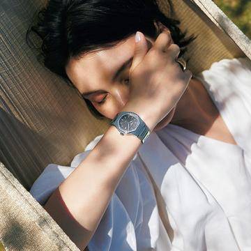 【ジラール・ ペルゴの夏時計】個性的な八角形ベゼルで夏の手元をシックに