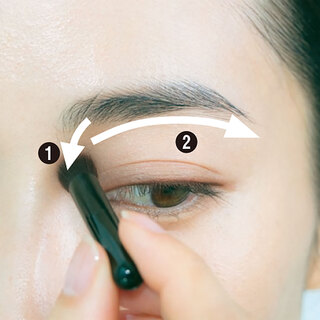 眉メイクで変わる!目元の老け印象を払拭したいなら、眉と目との距離感がカギ!