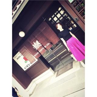 お盆休みのぶらり京都。ピンクのスカートで華やかさと元気をプラス!
