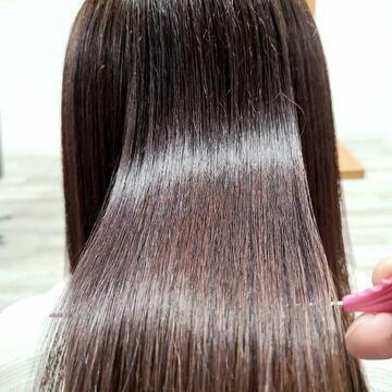 「縮毛矯正」でツルツルさらさらストレートヘア