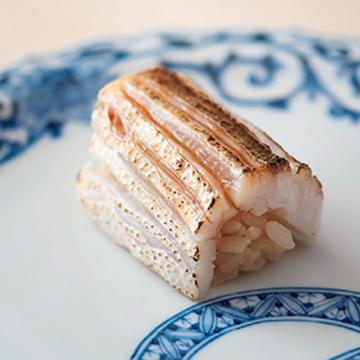 食後には風情ある街並みを楽しめる! 富山湾の魚が評判の『鮨 木場谷』