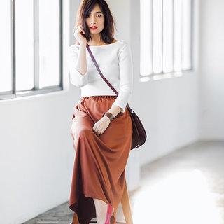 <リブニット×ブラウンスカート>