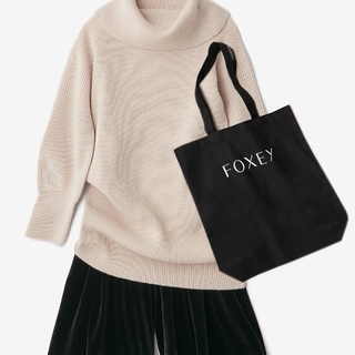 FOXEY チャリティニット for ニットファクトリーを発売