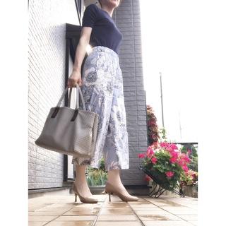 リアル通勤コーデ。月末でバタバタしそうな水曜日は花柄パンツで涼しげに!