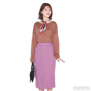 スモーキーピンクのスカートはスカーフでレディにアレンジ【毎日コーデ】