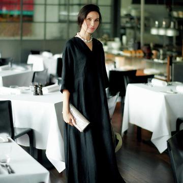 エクラ世代を輝かせるデザインを厳選。同窓会に行くなら「華ブラックドレス」  五選