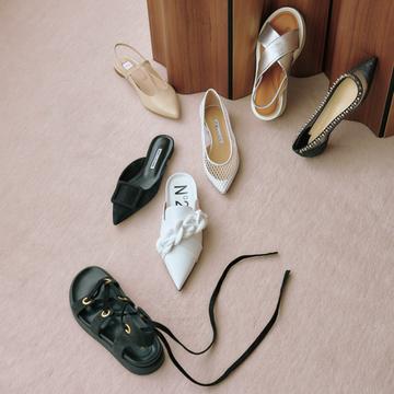 いつもの装いが見違える! 厳選フラット靴7選【瞬間着映え服でおしゃれに】