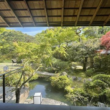 日本の庭園を楽しみながらアフタヌーンティー。