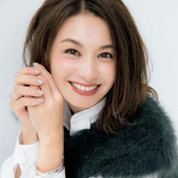 モデル・稲沢朋子さん×ヘア&メイク中野明海さん「大人が可愛げ顔をつくる秘訣」