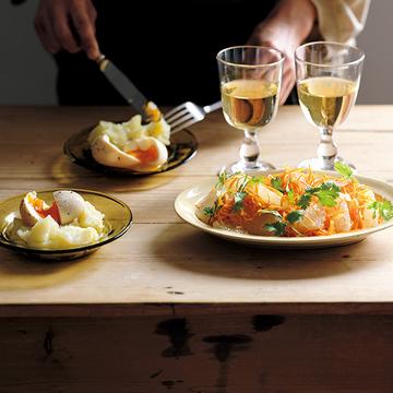 独特な香りと風味が絶妙!ナンプラーキャロットラペ&半熟卵のナンプラー漬け【体にうれしい発酵おつまみ】