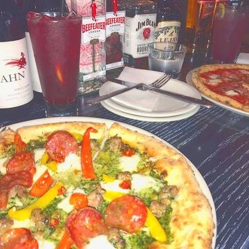 自分好みのピザが楽しめる!新宿の【800° DEGREES】