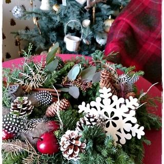 今年のクリスマスもヒバとモミの香りに包まれた手作りフレッシュリースで!