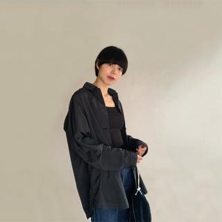 メンズ仕立てのシャツにほんのり女性らしさをプラスしてさらりと羽織るシャツコーデ