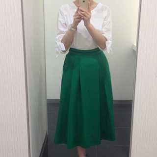 清潔感コーデに外せない白シャツとカラースカートを合わせてみる!