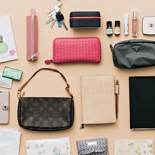モチベーションを上げるピンクと紙と香りのグッズ【働くアラフォーのバッグの中身】