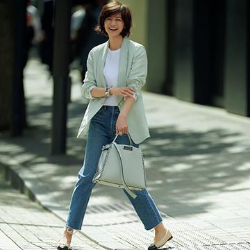 白T×デニムにスタイリッシュなジャケットをオン!夏のきれいめはおりスタイル【富岡佳子、夏の私服スタイル】