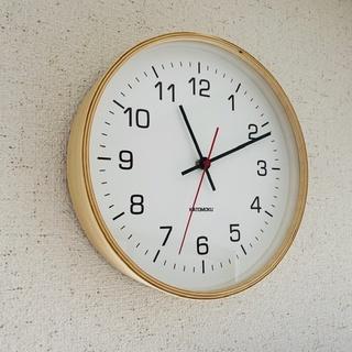 曲げわっぱの電波掛け時計。