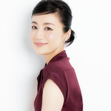 藤原美智子が指南、大人の魅力をきわだたせるメイクテクニック 五選