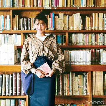 渡邉理佐はビッグシャツとタイトスカートでトレンドカジュアル【毎日コーデ】