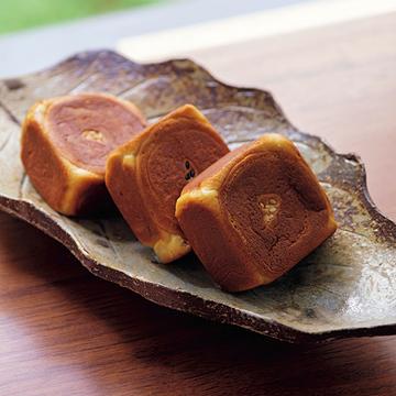 ほっとする昔ながらの味わい。御菓子司 中村軒「六方焼」【京菓子でお茶時間】