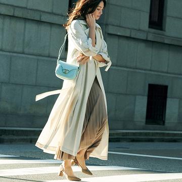 <春の柔らかトレンチコート>女性らしい着こなしがかなう薄軽素材を選んで