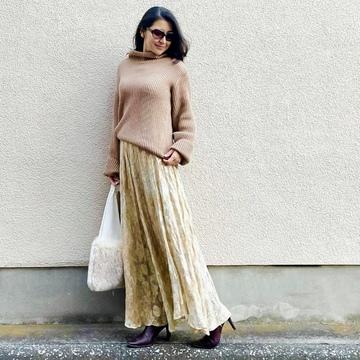 「冬ファッションを華やかにしたい!」一枚あると便利な花柄スカート選びのコツ
