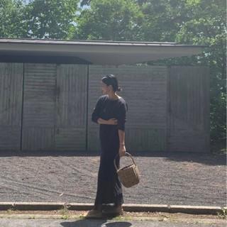 今年のかごバッグは、ジェーン・バーキン風のバスケットバッグでリラックスな装いに。