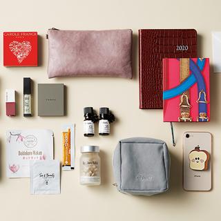 「コールドプレスジュース」ブーム先駆者のバッグには美容のヒントが満載!【働く女のバッグの中身】