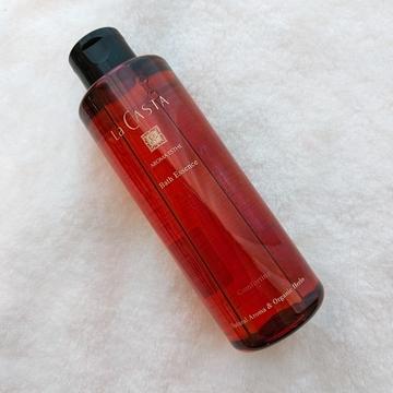 ラ・カスタのバスオイルは、ラベンダーやカモミールの香りでリラックスできる。