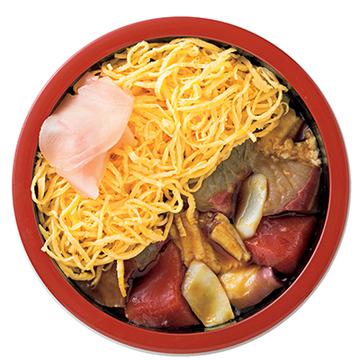 錦糸卵の下にお楽しみが!魚介たっぷりの「すし善のちらし寿司」