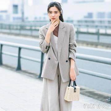新川優愛はジャケットにあえてのスニーカー合わせで大人のこなれ感【毎日コーデ】