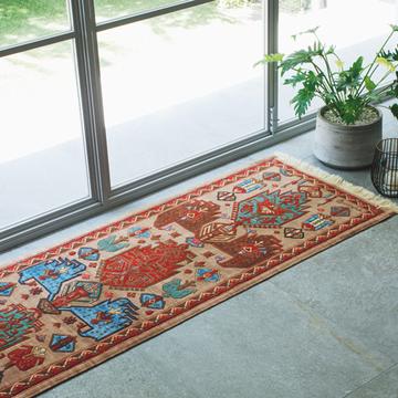 【美しい絨毯】窓辺を特別な場所へと格上げする「アートのような絨毯」