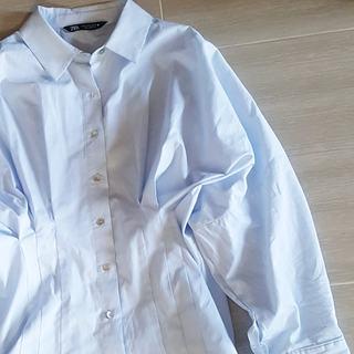 シンプルなものほどシルエットに拘りたい。ZARAシャツを制するものは春を制する。