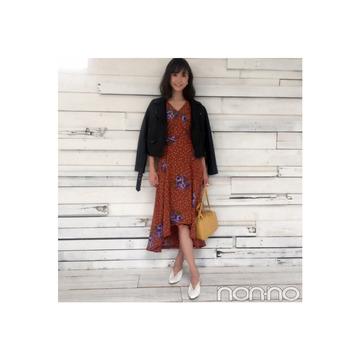鈴木友菜は秋花柄をライダースで大人MIX! 【毎日コーデ】