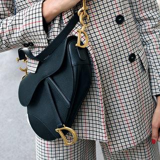 ブランドバッグの斜めがけでカジュアルを格上げ!【ファッションSNAP パリ・ミラノ編】