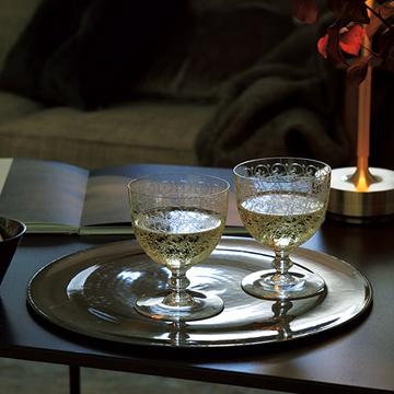 「バカラ」のグラスで飲む上質な白ワイン【秋の「自宅バー」計画】