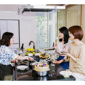 話題のキッチン〝いろりダイニング〟で おうちワイン女子会!