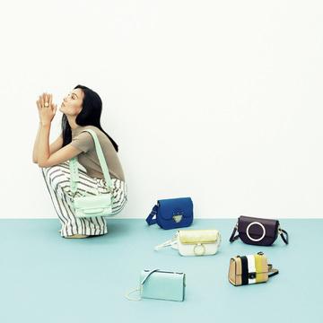 小ぶりで端正な四角いバッグがレディなスタイルを導く「スクエアショルダー」