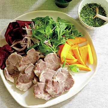ロゼに合うメイン料理!ゆで豚肉 香菜とナンプラーのソース<夏の午後のおもてなしレシピ>
