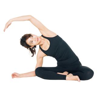 <ひっこめ!腹肉・腰肉>Step2 ストレッチで体を伸ばし軸を通す