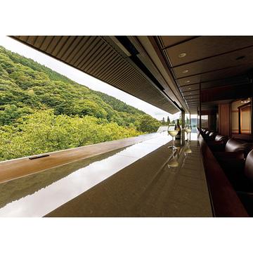 3.日本一の紅葉を目の前に。地元ワインを味わう贅沢