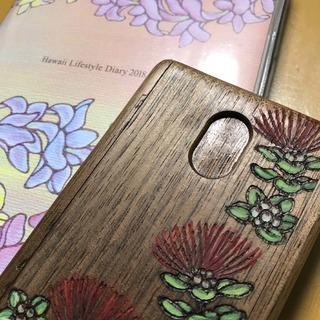 左は愛用中のKANさんデザインハワイアン手帳  右は今回購入した木の名刺入れ